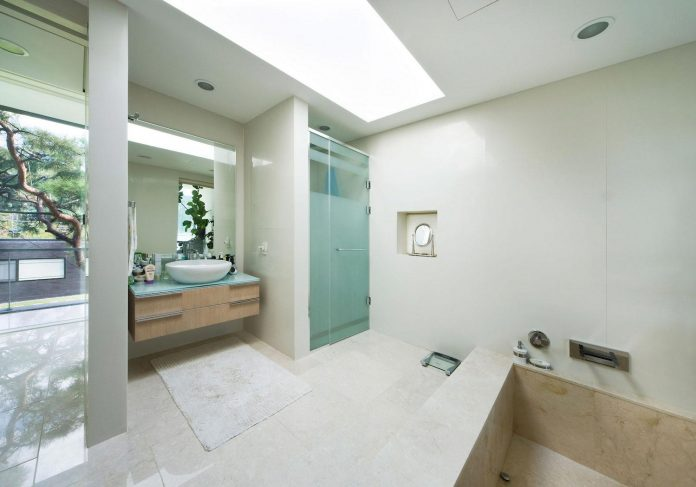 spacious-modern-residence-gyeonggi-south-korea-great-views-lake-21