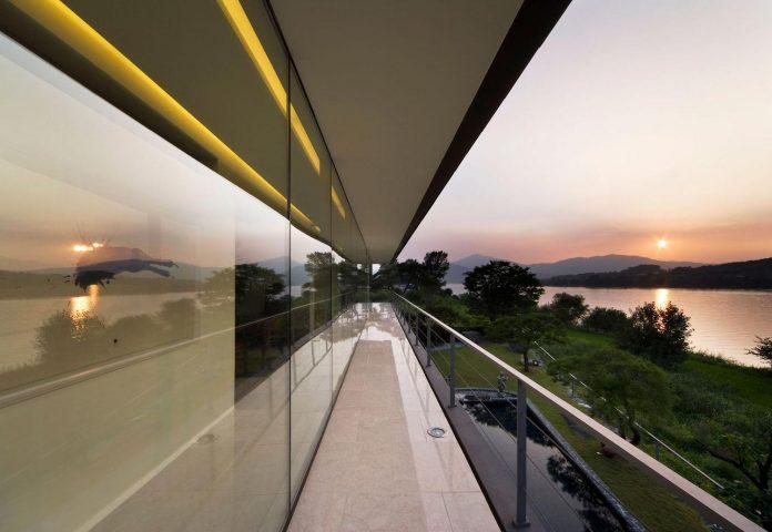 spacious-modern-residence-gyeonggi-south-korea-great-views-lake-25