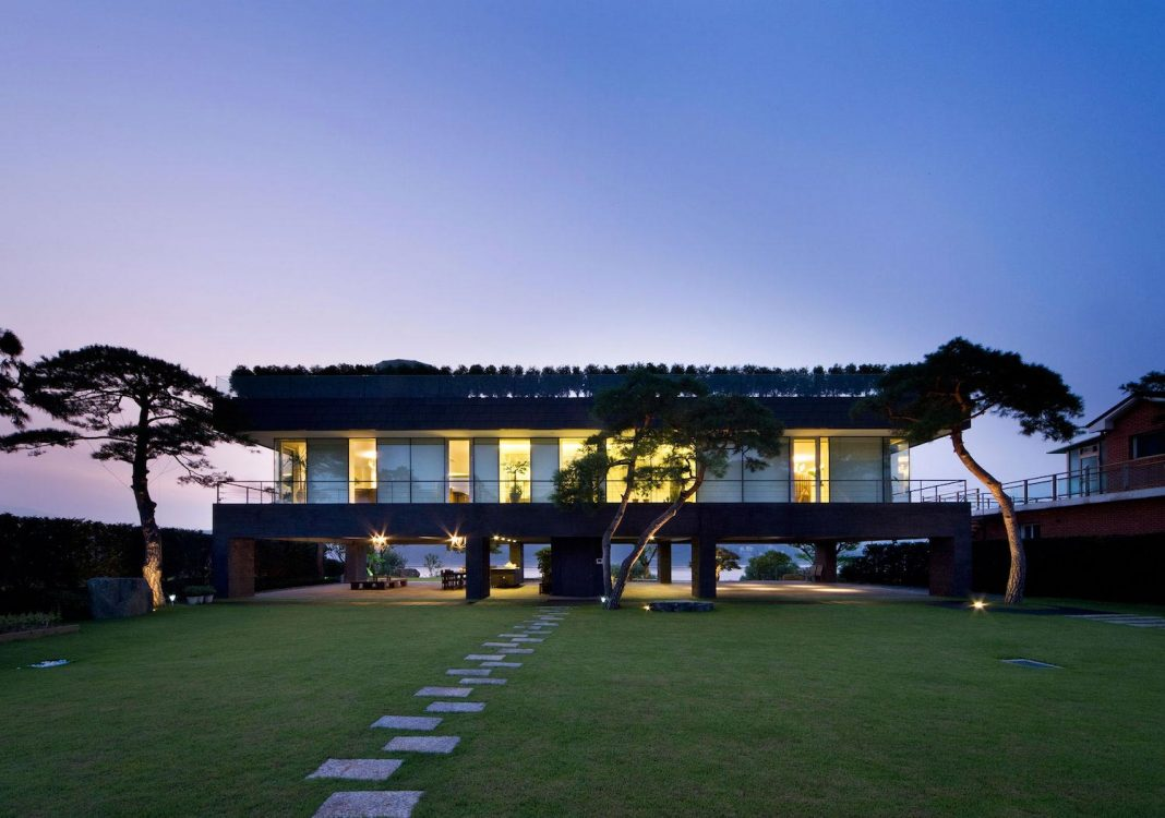 Spacious modern residence in Gyeonggi, South Korea with great ...