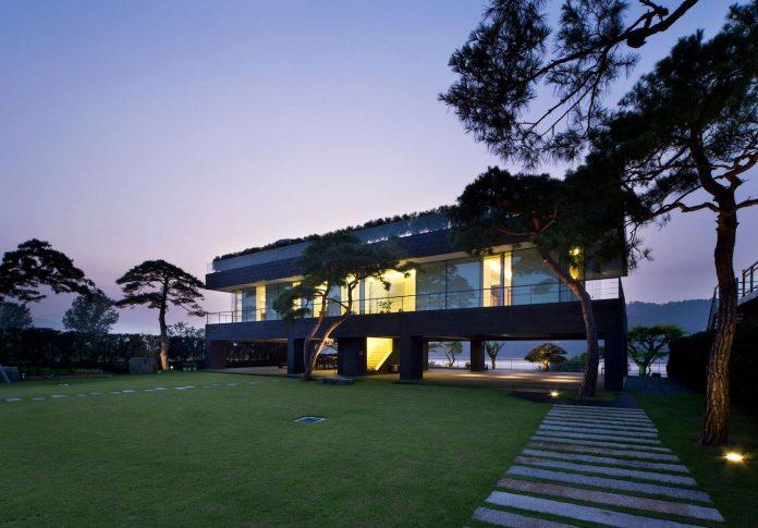 spacious-modern-residence-gyeonggi-south-korea-great-views-lake-27