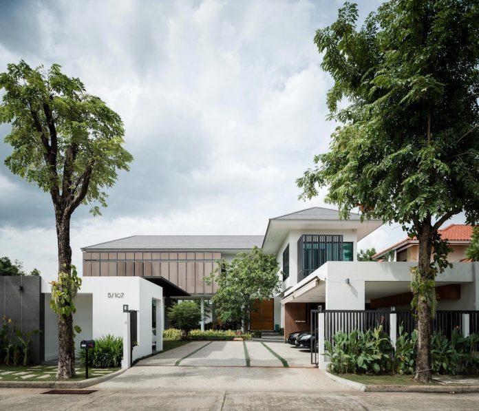 spacious-two-storey-modern-tiwanon-house-nonthaburi-thailand-01