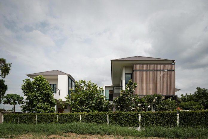 spacious-two-storey-modern-tiwanon-house-nonthaburi-thailand-02