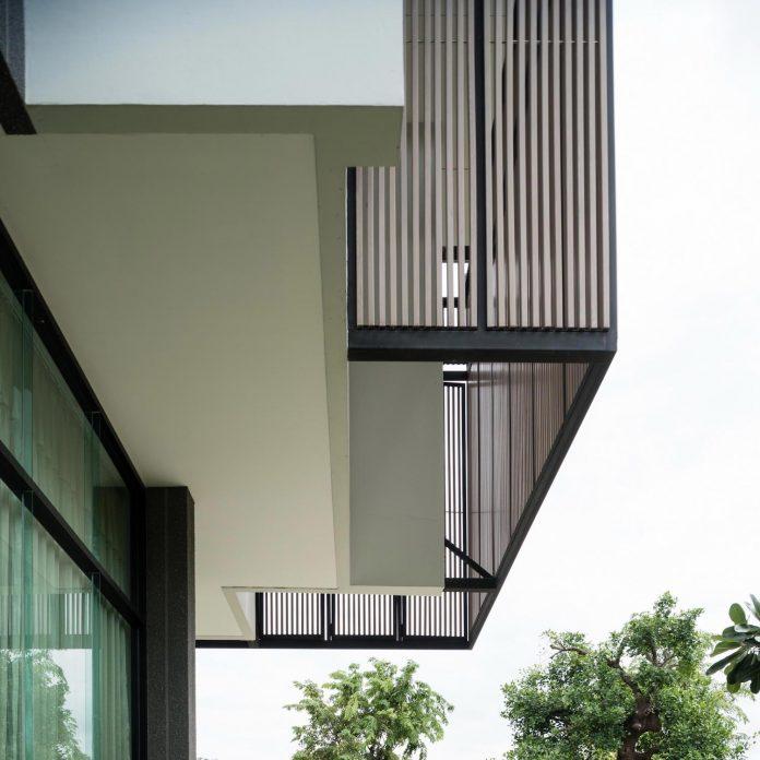 spacious-two-storey-modern-tiwanon-house-nonthaburi-thailand-03