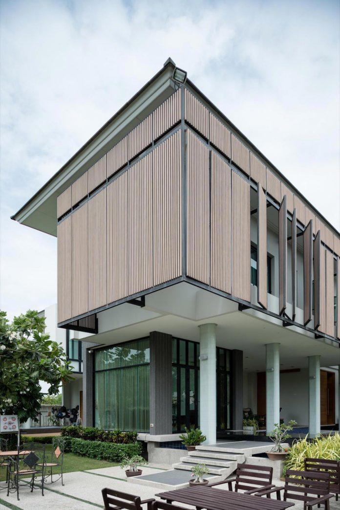 spacious-two-storey-modern-tiwanon-house-nonthaburi-thailand-06