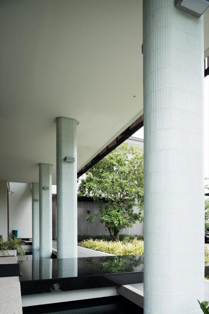 spacious-two-storey-modern-tiwanon-house-nonthaburi-thailand-11