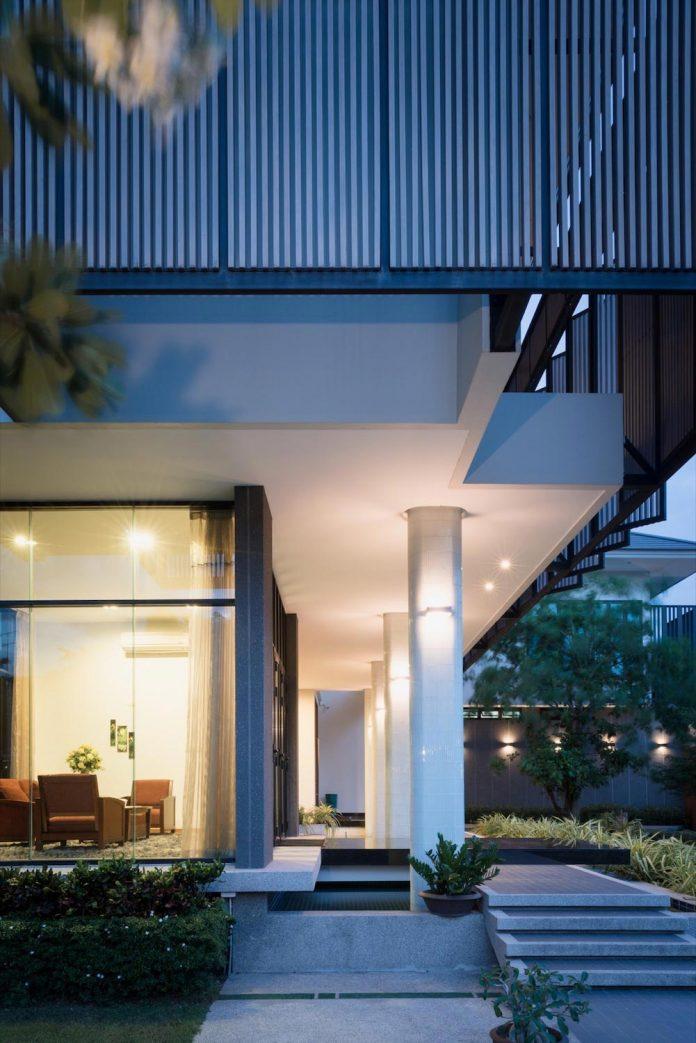 spacious-two-storey-modern-tiwanon-house-nonthaburi-thailand-29