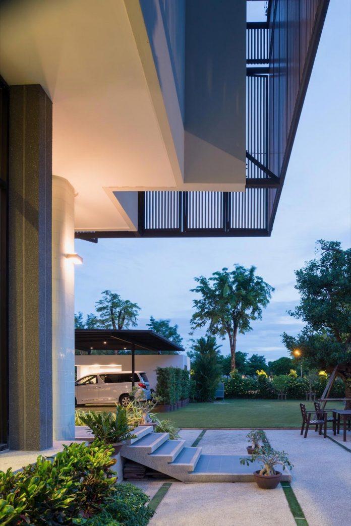 spacious-two-storey-modern-tiwanon-house-nonthaburi-thailand-31