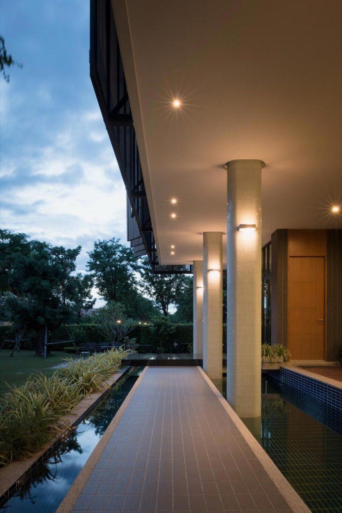 spacious-two-storey-modern-tiwanon-house-nonthaburi-thailand-32