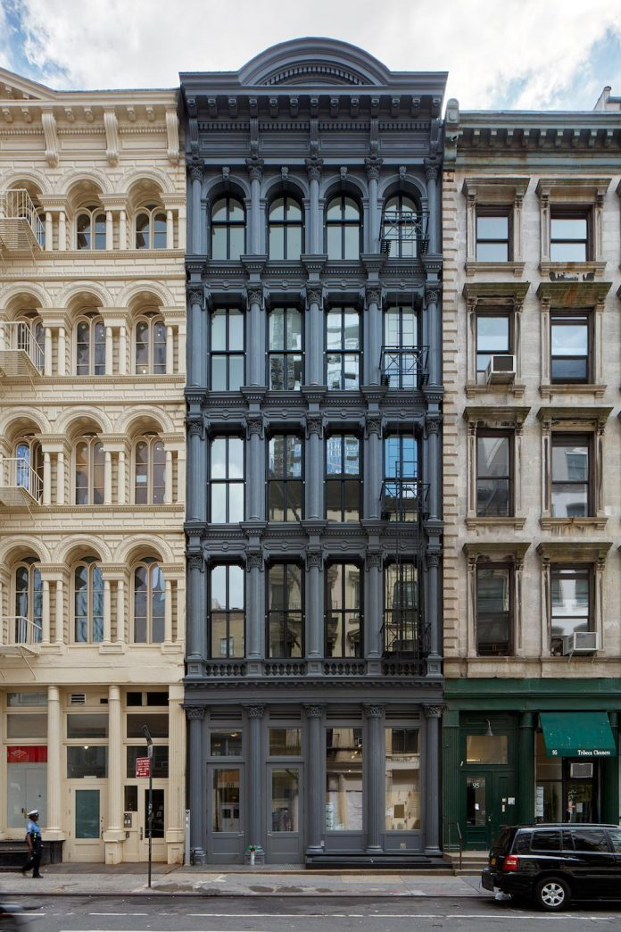 stealth-penthouse-located-one-new-yorks-beautiful-oldest-cast-iron-facades-03