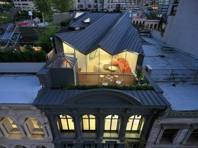 stealth-penthouse-located-one-new-yorks-beautiful-oldest-cast-iron-facades-06