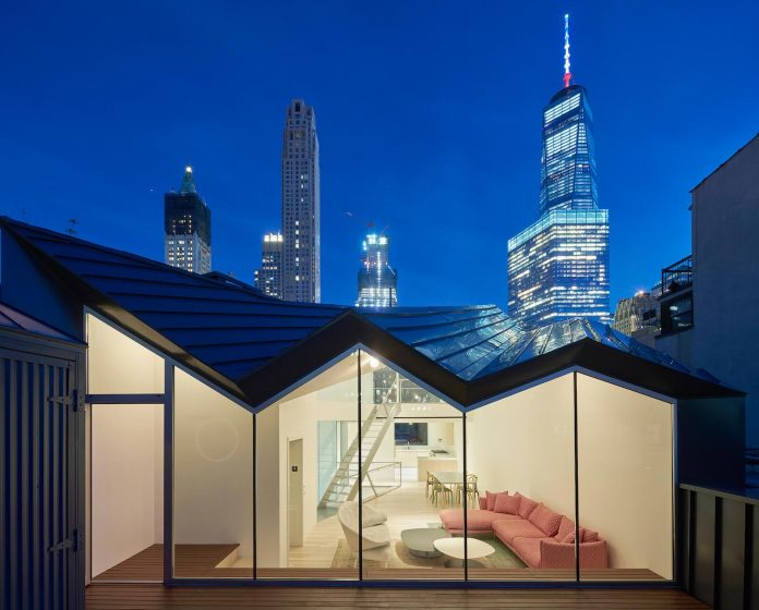 stealth-penthouse-located-one-new-yorks-beautiful-oldest-cast-iron-facades-07