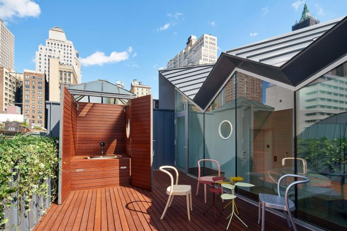 stealth-penthouse-located-one-new-yorks-beautiful-oldest-cast-iron-facades-17