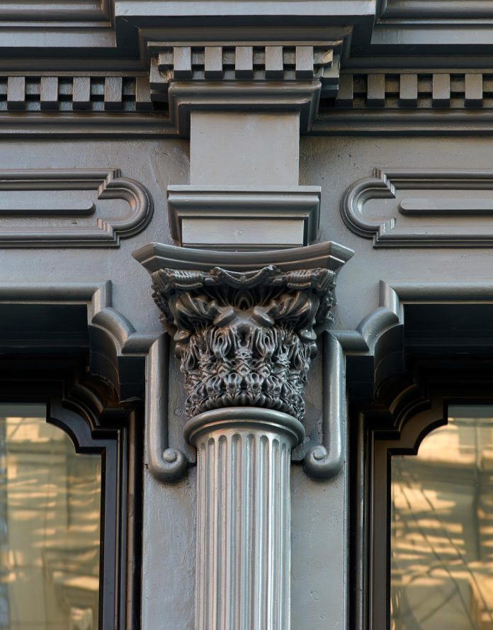 stealth-penthouse-located-one-new-yorks-beautiful-oldest-cast-iron-facades-18