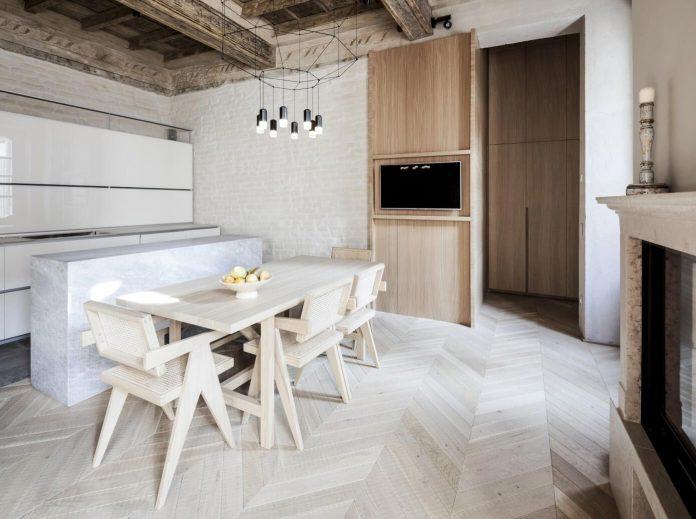 stylish-apartment-rj-mantua-italy-designed-pale-colors-touch-colors-03
