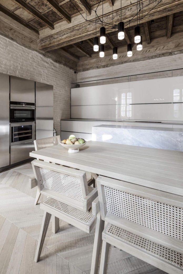 stylish-apartment-rj-mantua-italy-designed-pale-colors-touch-colors-04
