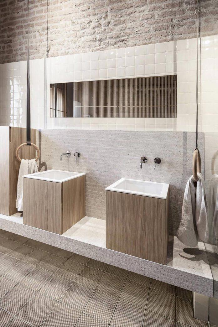stylish-apartment-rj-mantua-italy-designed-pale-colors-touch-colors-11