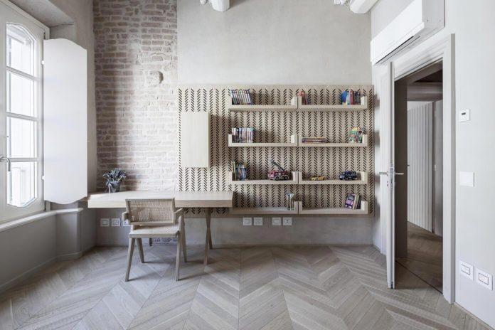 stylish-apartment-rj-mantua-italy-designed-pale-colors-touch-colors-12
