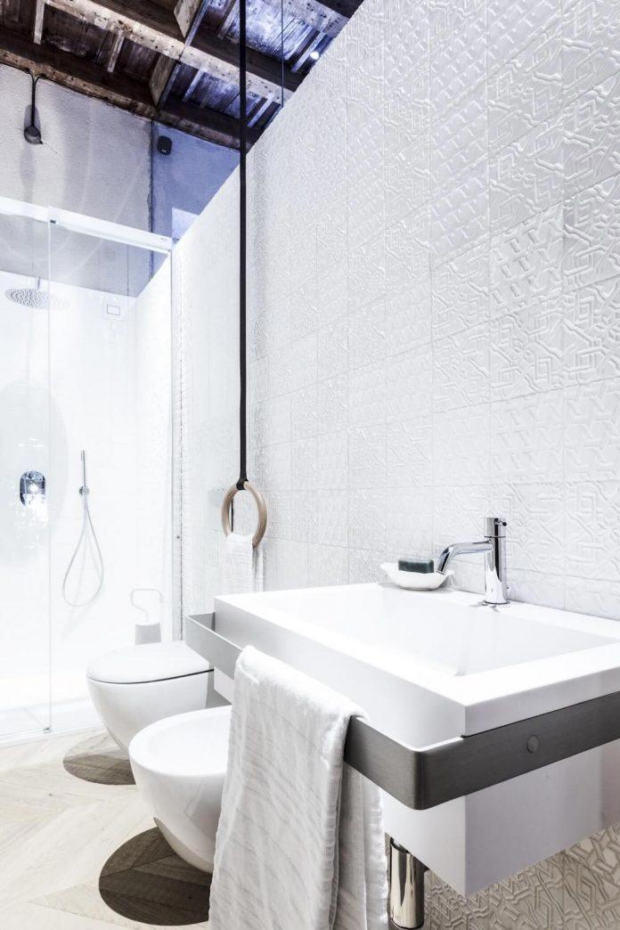 stylish-apartment-rj-mantua-italy-designed-pale-colors-touch-colors-14