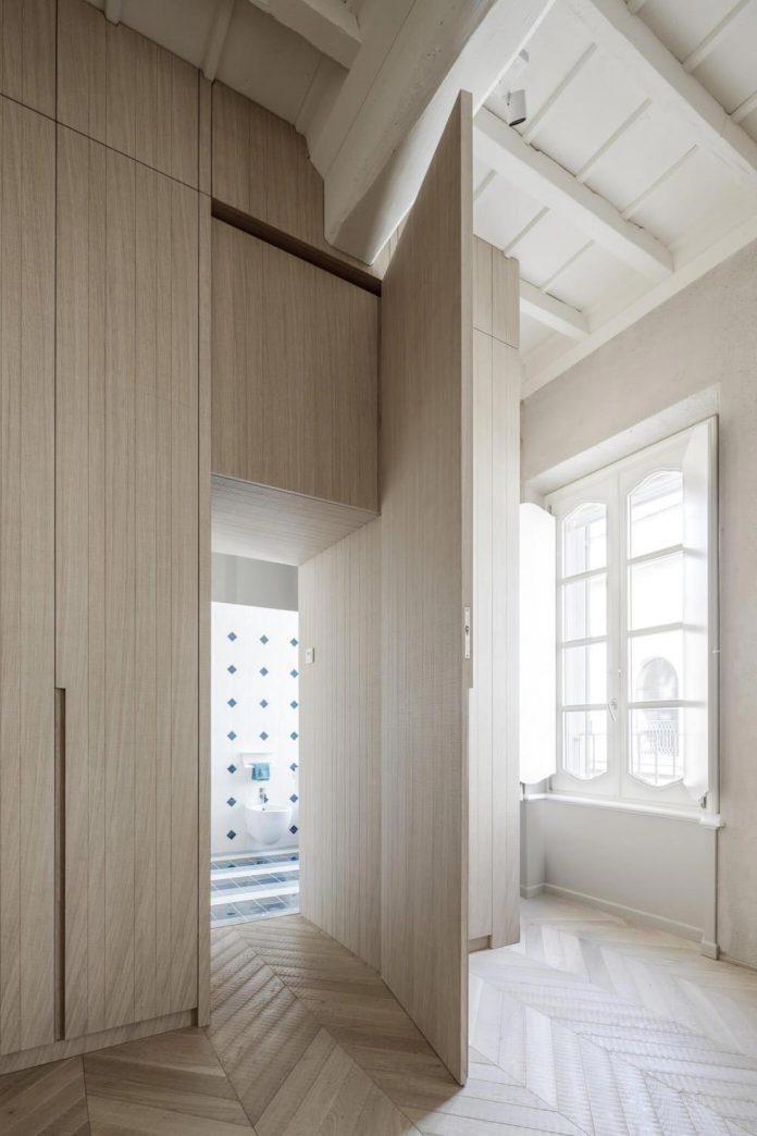 stylish-apartment-rj-mantua-italy-designed-pale-colors-touch-colors-15