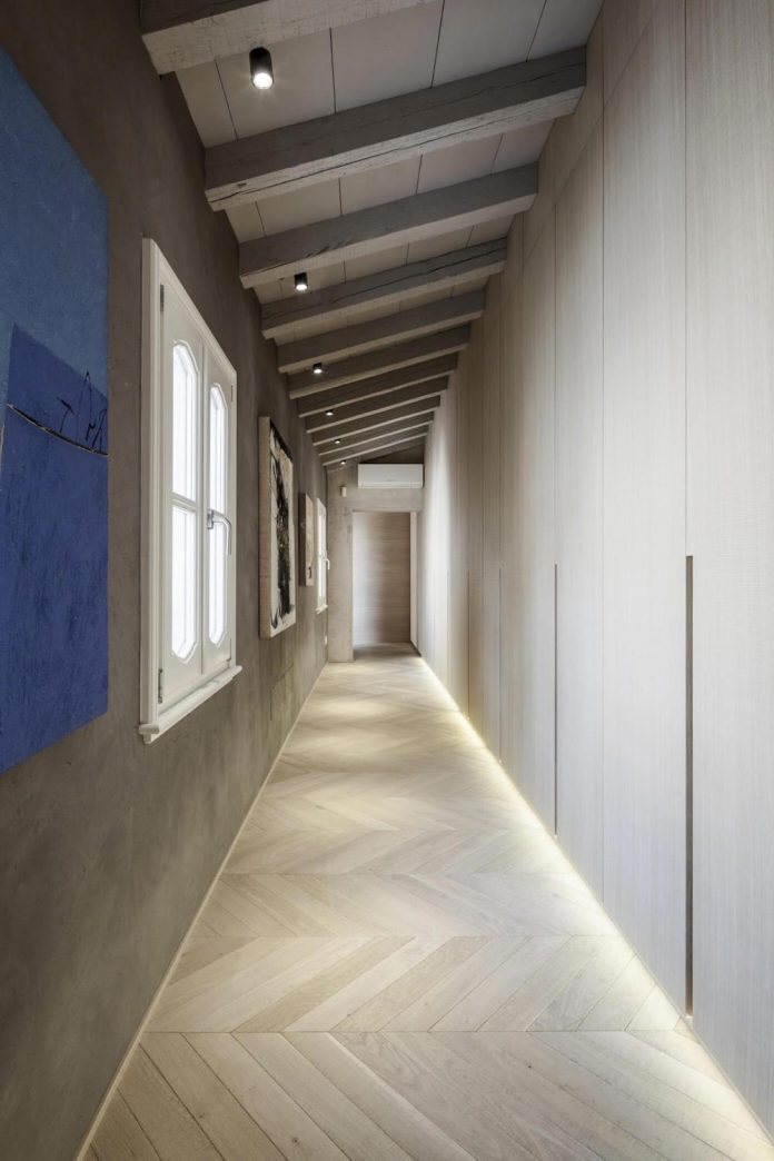 stylish-apartment-rj-mantua-italy-designed-pale-colors-touch-colors-16