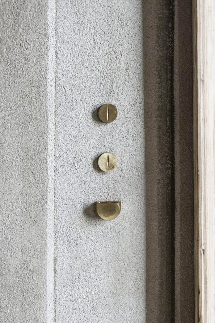 stylish-apartment-rj-mantua-italy-designed-pale-colors-touch-colors-17