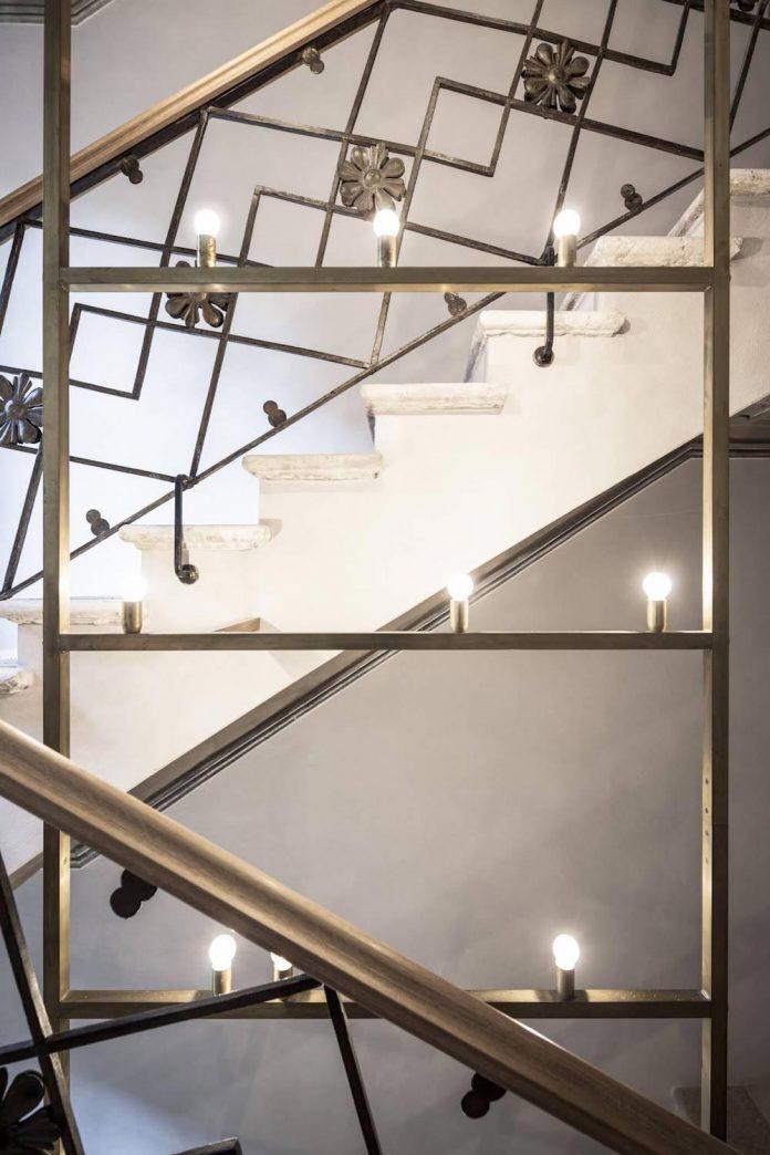 stylish-apartment-rj-mantua-italy-designed-pale-colors-touch-colors-19