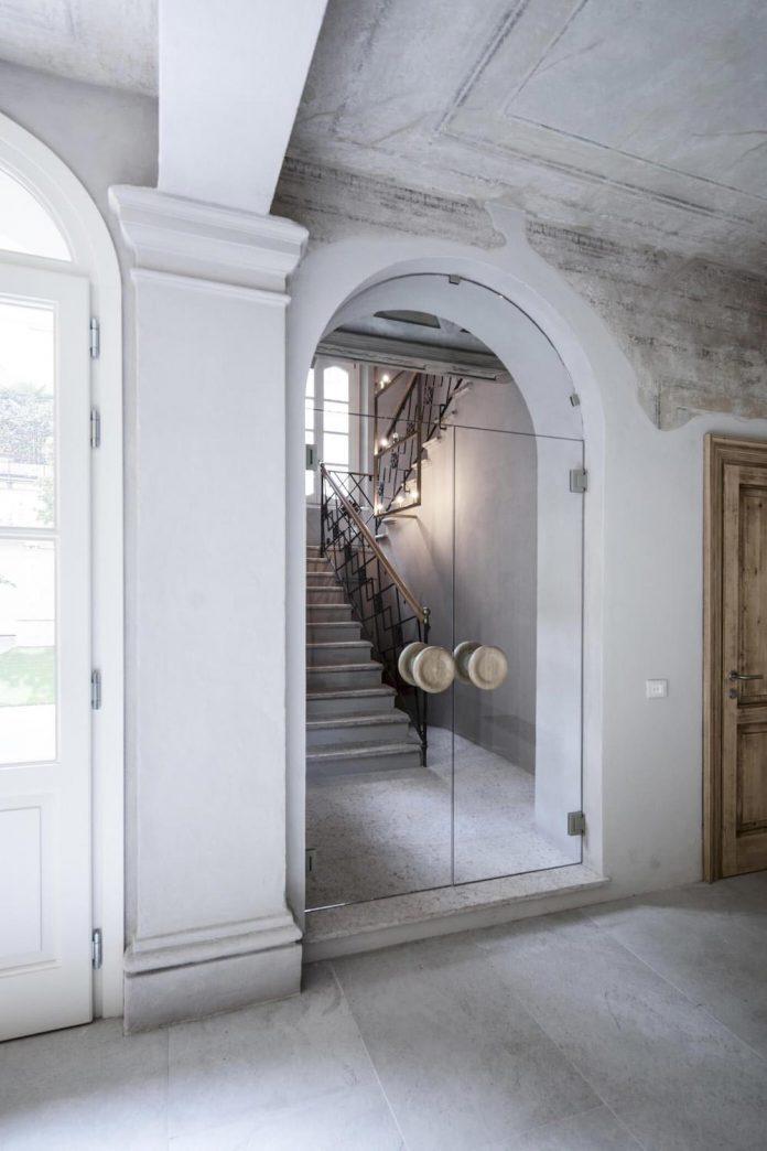 stylish-apartment-rj-mantua-italy-designed-pale-colors-touch-colors-20
