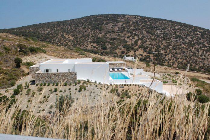summer-house-sea-views-located-island-paros-cyclades-01