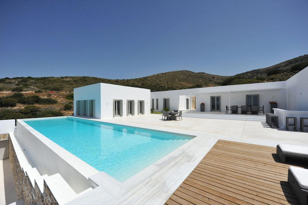 Summer house with sea views located on the island of Paros in the Cyclades