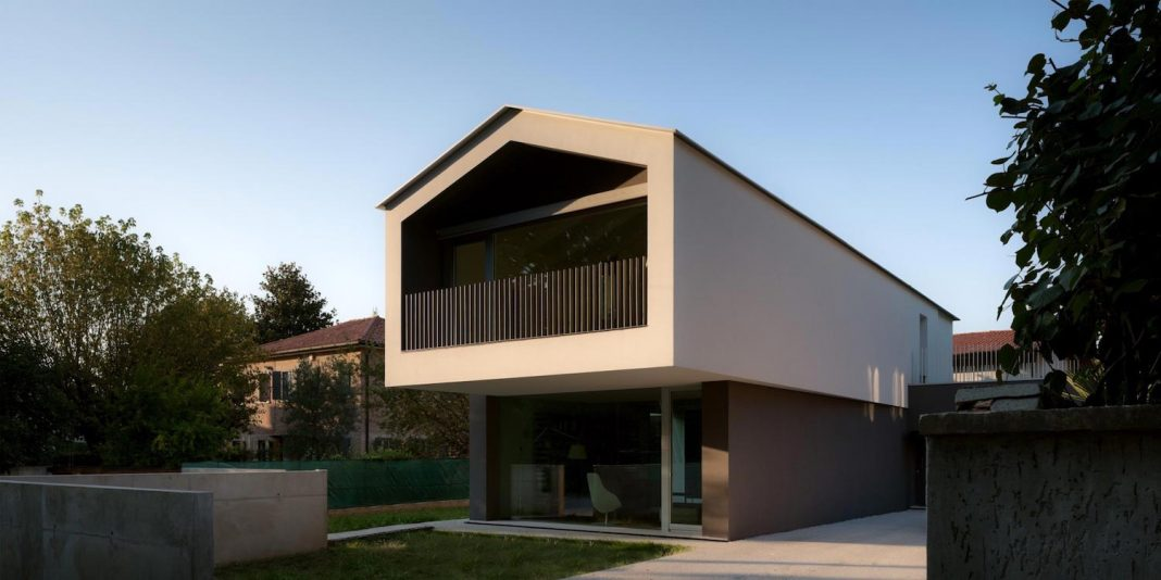T shaped contemporary house in the outskirts of treviso for T shaped house design