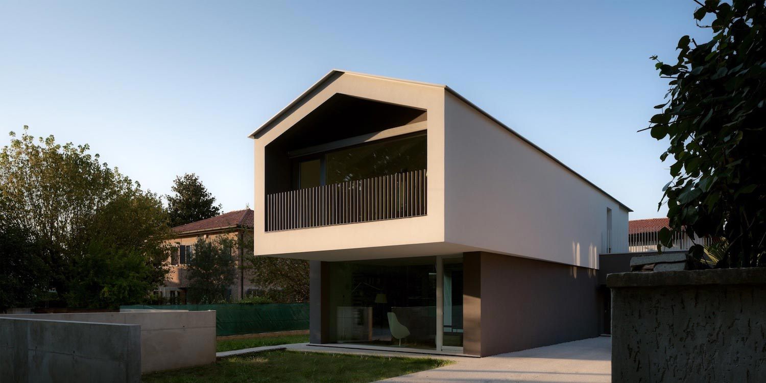 T Shaped Contemporary House In The Outskirts Of Treviso
