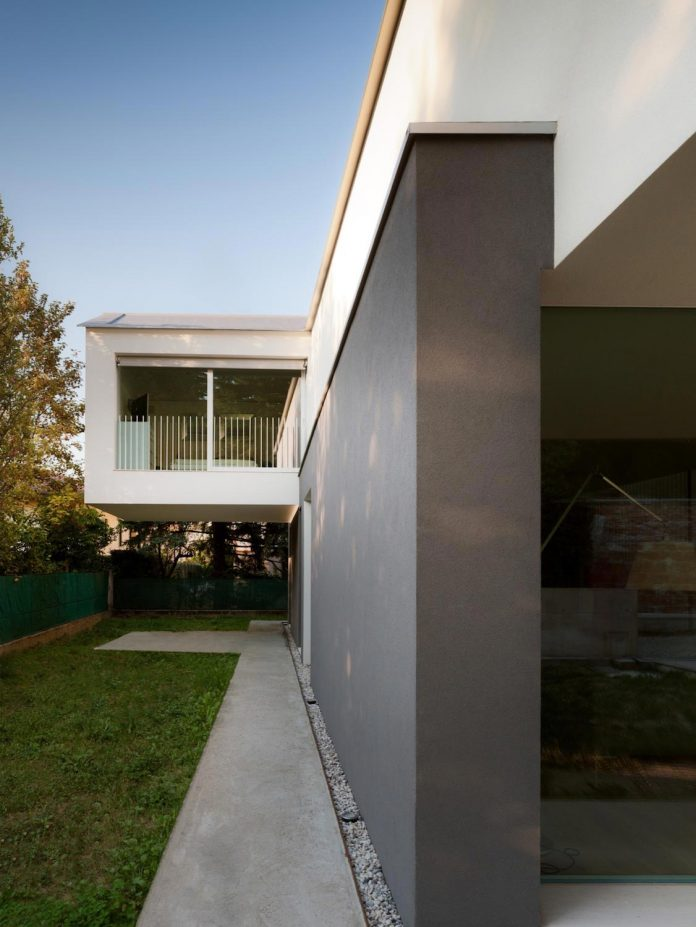 t-shaped-contemporary-house-outskirts-treviso-03