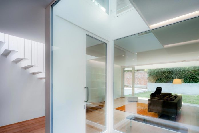 t-shaped-contemporary-house-outskirts-treviso-06