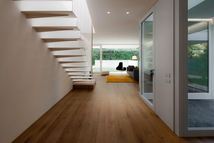 t-shaped-contemporary-house-outskirts-treviso-07