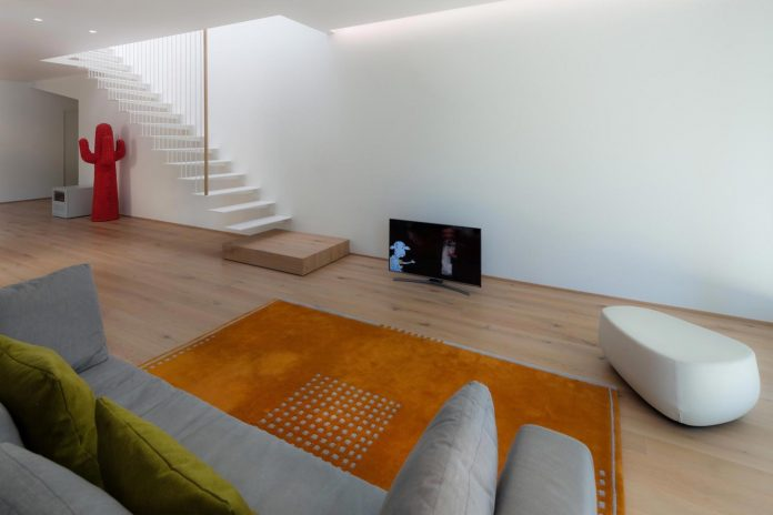 t-shaped-contemporary-house-outskirts-treviso-09