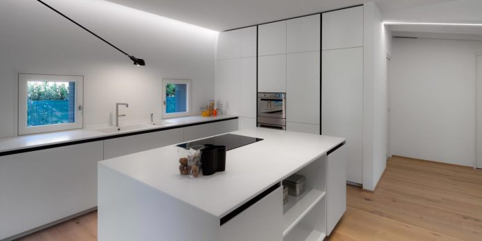 t-shaped-contemporary-house-outskirts-treviso-11