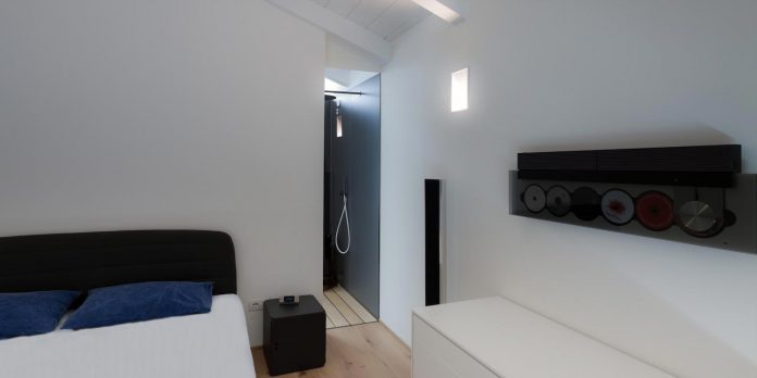 t-shaped-contemporary-house-outskirts-treviso-23
