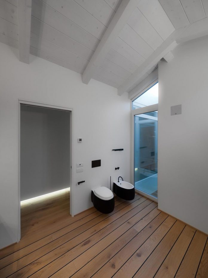 t-shaped-contemporary-house-outskirts-treviso-32