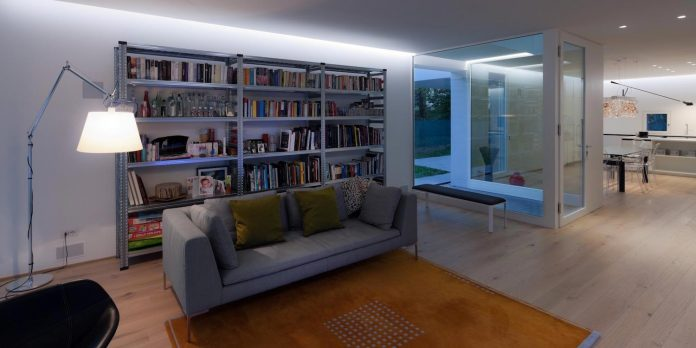 t-shaped-contemporary-house-outskirts-treviso-36