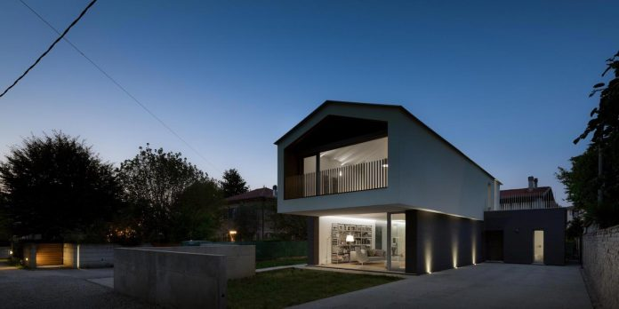t-shaped-contemporary-house-outskirts-treviso-41