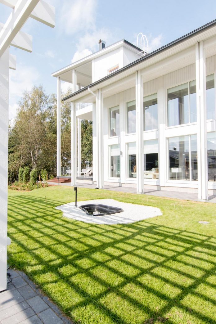 villa-muurame-wooden-3-story-bright-white-single-family-home-located-near-lake-jyvasjarvi-finland-06