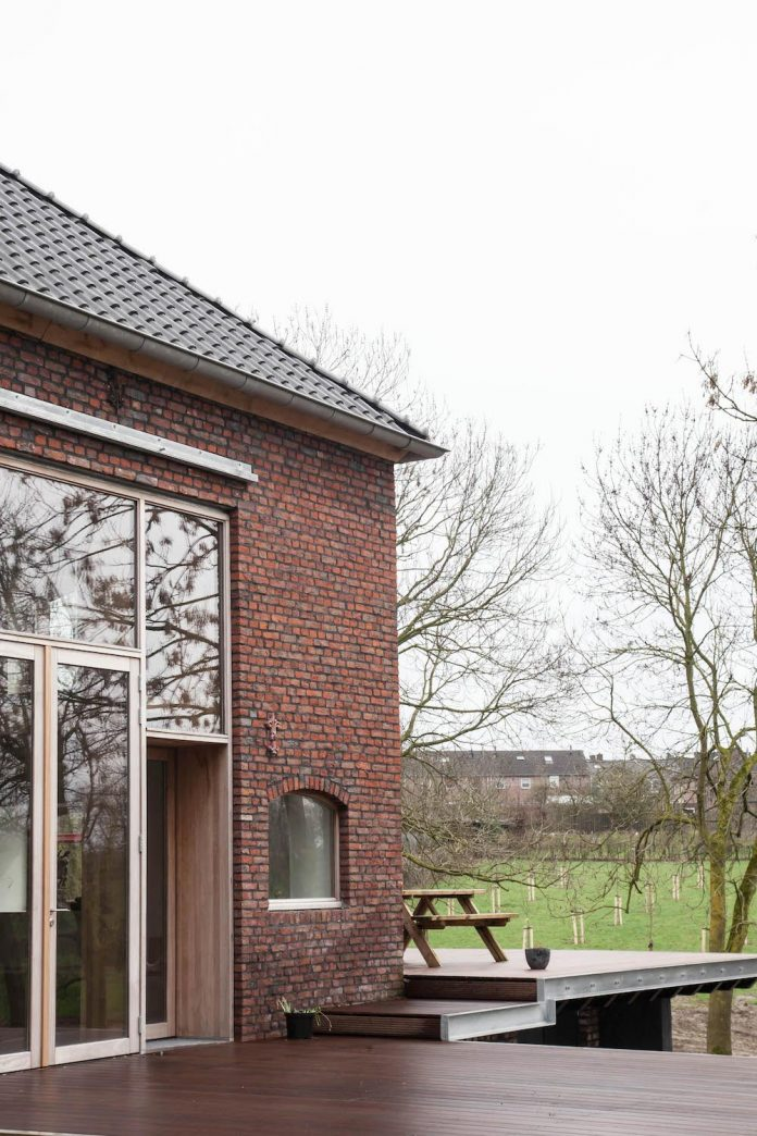 authentic-modern-farmhouse-hilly-countryside-limburg-22