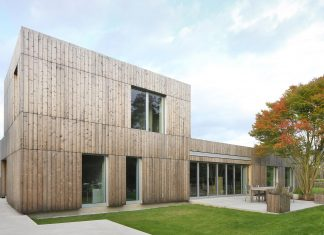 Bunga LOW: thermowood cladding gives the facades a modern look