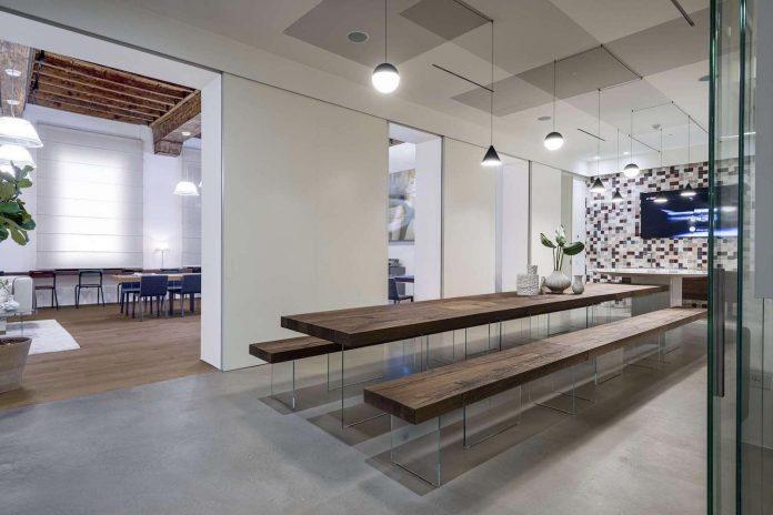 Casa lago contemporary showcase open space apartment for Casa lago apartments