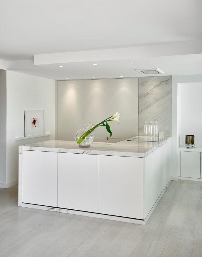 elegant-pure-clean-lines-define-apartment-perched-hills-cannes-03