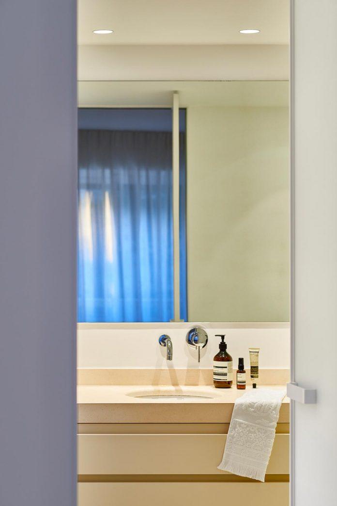 elegant-pure-clean-lines-define-apartment-perched-hills-cannes-11