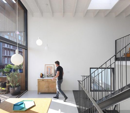 Lofthouse 1: a corner house where all floors are interconnected in a continuous flow
