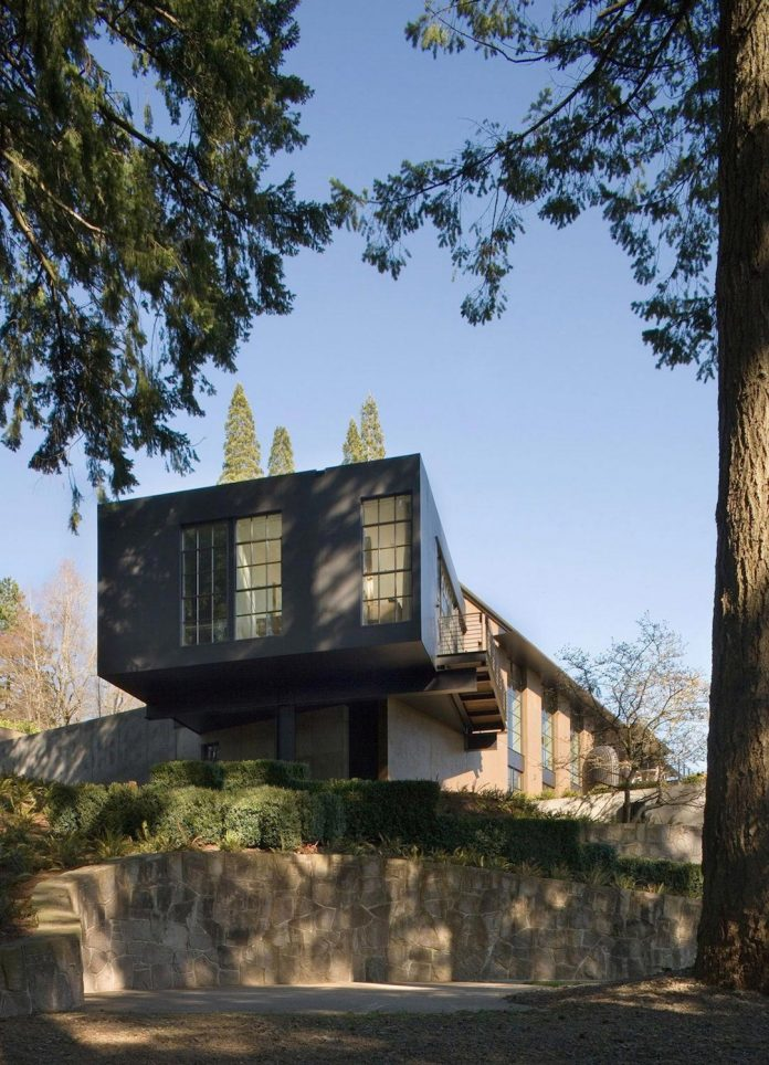 Portland hilltop house sophisticated yet comfortable home for Home designers portland oregon