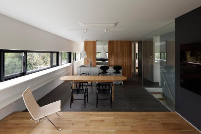 rectangular-house-opens-wide-towards-lake-surface-surrounded-rich-greenery-12