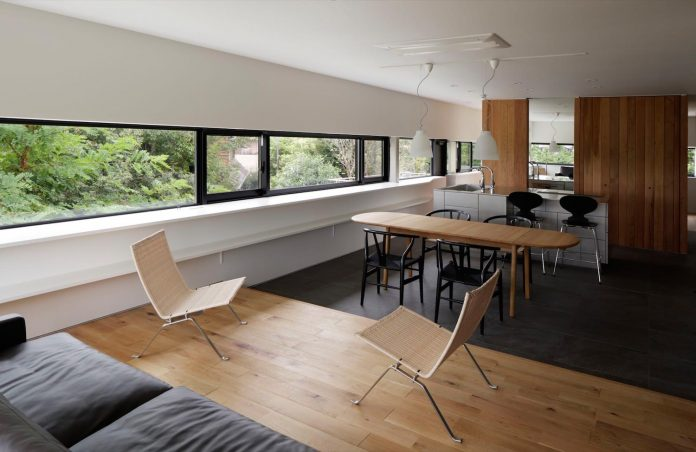 rectangular-house-opens-wide-towards-lake-surface-surrounded-rich-greenery-13